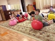 На фитболах упражнения для сосанки