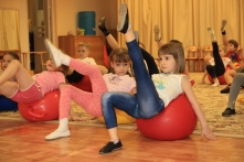 Упражнения с фитболами