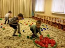 Собери шарики по цвету